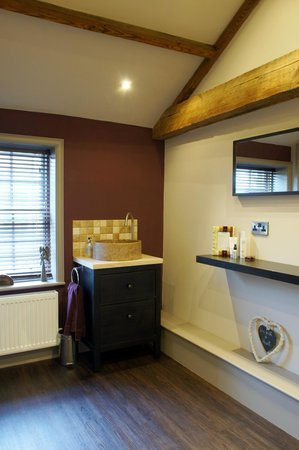 Alexandra House Holistic Health & Wellbeing Spa: Changing room