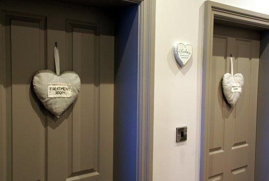 Alexandra House Holistic Health & Wellbeing Spa: Hanging hearts