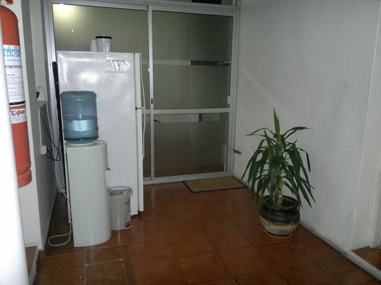 Hotel ROMI : Heladera y agua para los huéspedes
