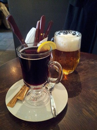 Hotel Ametyst Prague: Hot wine