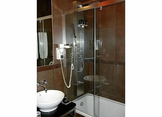Internacional Design Hotel : Room 211 Bathroom