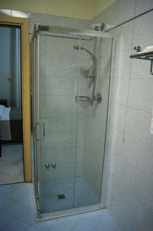 Hotel Brasile: Душевая