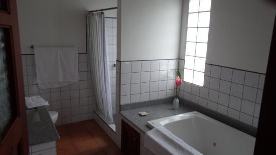Terramaya, room 6 bathroom