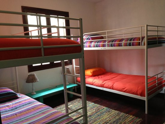 Madeira Surfing Life - Hostel & School : the shared rooms