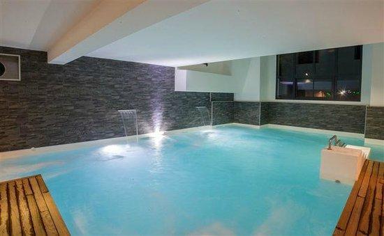 Camping Pyrenevasion : piscine intérieure