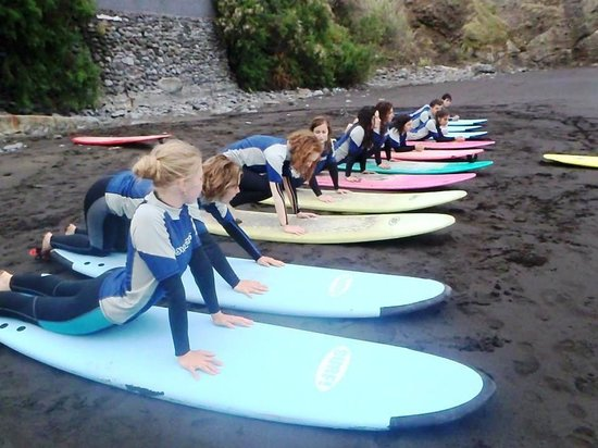 Madeira Surfing Life - Hostel & School: the surf lessons