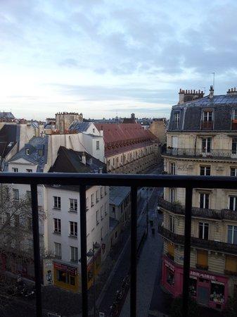 Familia Hotel: Вмд из окна на парижские крыши