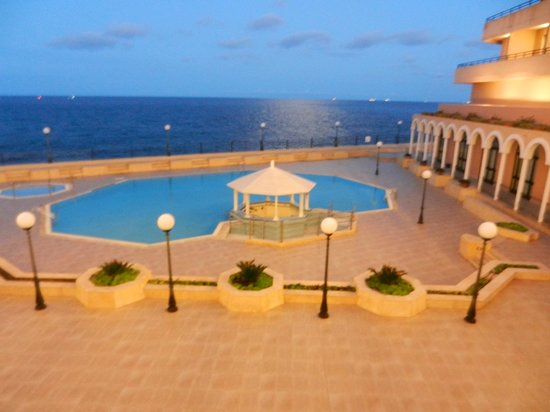 Radisson Blu Resort, Malta St Julian's: Vista do corredor do hotel