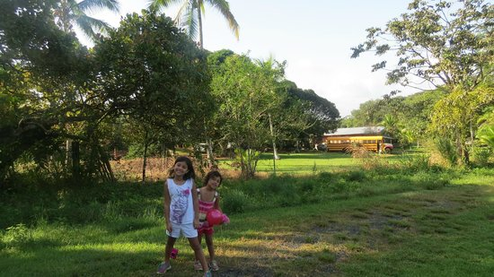 Granja San Judas Tadeo: My daughters getting their ya ya's out on the grounds