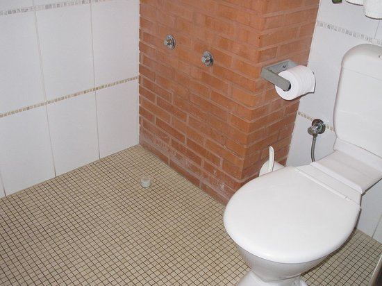 Best Western Pemberton Hotel: Etat de la salle de bains
