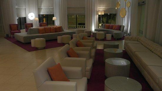 NYX Hotel Cancun: Hall Hotel entrada