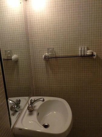 Grafton Guesthouse: Bathroom