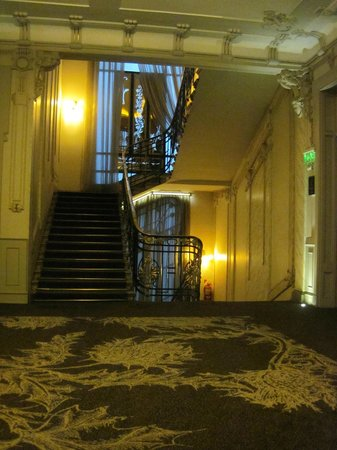 Savoy Hotel: Grand staircase