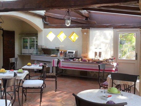 Les Messugues : salle à manger..Les bols pour le petit déjeuner...trop cool:)