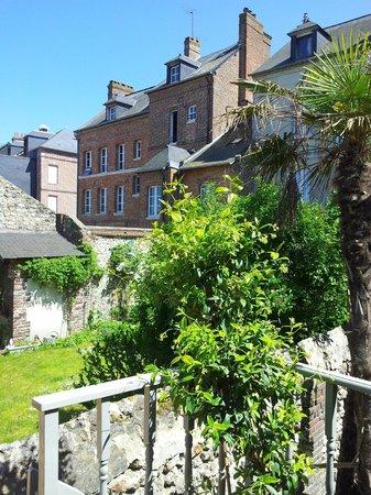 Vue de la terrasse de la chambre jardin photo de la for De la maison avis