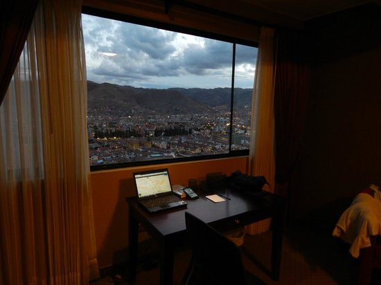 Wyndham Cusco Saqsayhuaman: Vista nocturna desde la habitacion