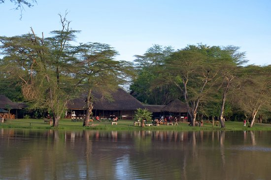Voyager Ziwani, Tsavo West: Restaurant building and lawns