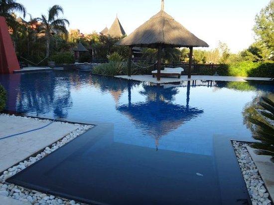 Asia Gardens Hotel & Thai Spa, a Royal Hideaway Hotel : UNA DE LAS IMPRESIONANTES PISCINAS