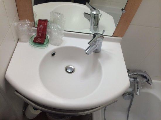 Hotel balladins Cannes / Le Cannet: Salle de bain