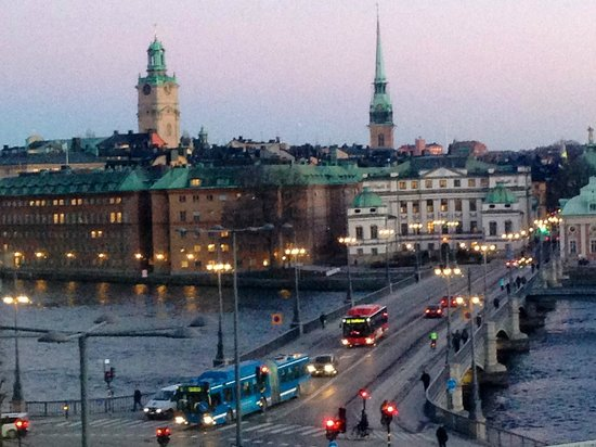 Sheraton Stockholm Hotel: Old Town-Gram Stad sparkles at night