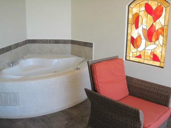 Parador Resort and Spa: Balcony with spa