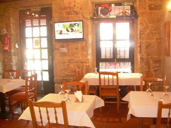 Restaurante Tarará: Vista del comedor desde la barra del restaurante