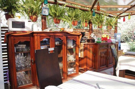 Puembo Birding Garden: dining area