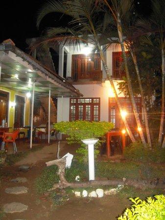 Beauty Mount Tourist Inn : vue de l entree