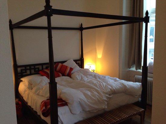 Babette Guldsmeden - Guldsmeden Hotels: Bedroom next to living room