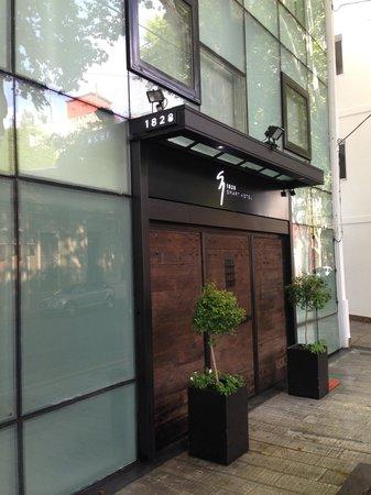 1828 Smart Hotel: Hotel Street View