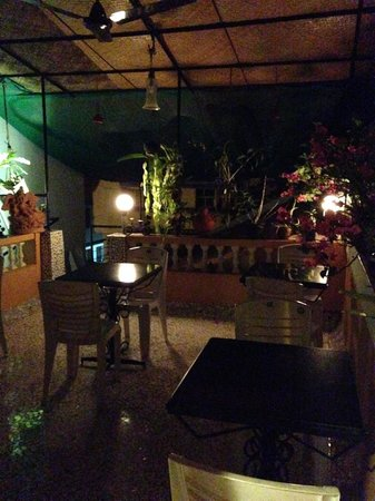 Afonso Guest House : Rooftop terrace at night
