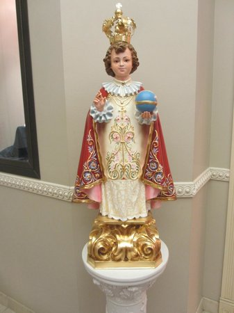 Basilica of the National Shrine of Mary, Queen of the Universe : Statue