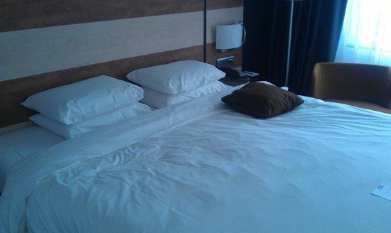 Mercure Amsterdam Airport: кровать