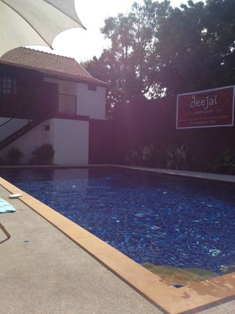 Deejai Backpackers: Swimmingpool