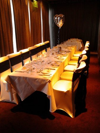 Marco Pierre White Steakhouse Bar & Grill Chester: The party room at MPW. It's set for 14, we had 13 diners, but I'd say the limit is 12.