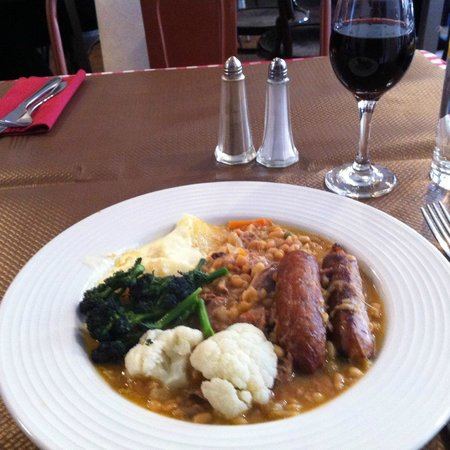 Frederic Cafe Bistro: Hearty cassoulet
