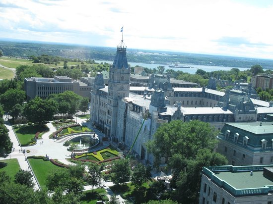 Hilton Québec : Parliament view from club lounge