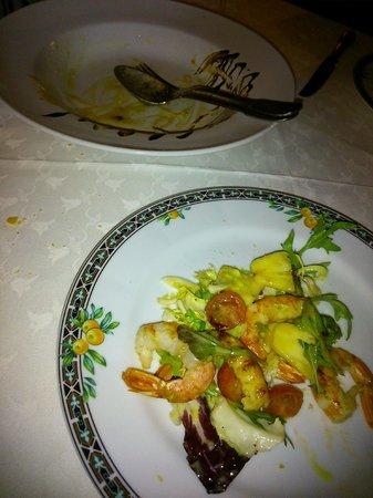 Nos servimos la Ensalada templada de gambones con dos vinagretas de El Poleo