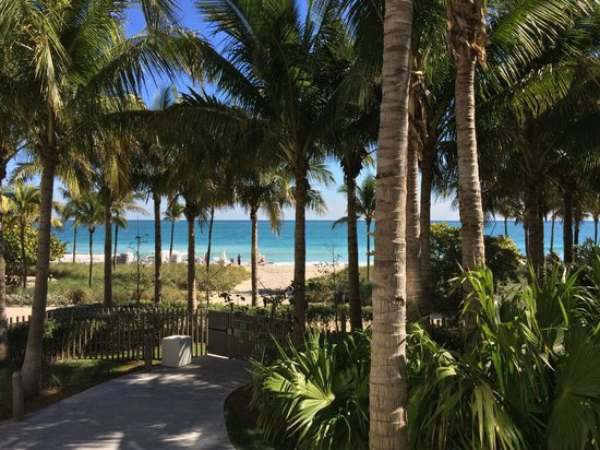 The St. Regis Bal Harbour Resort: View of beach from Ocean Day Villa