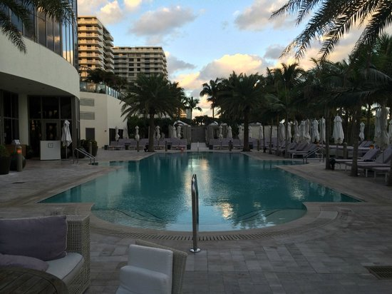 The St. Regis Bal Harbour Resort: Family Pool