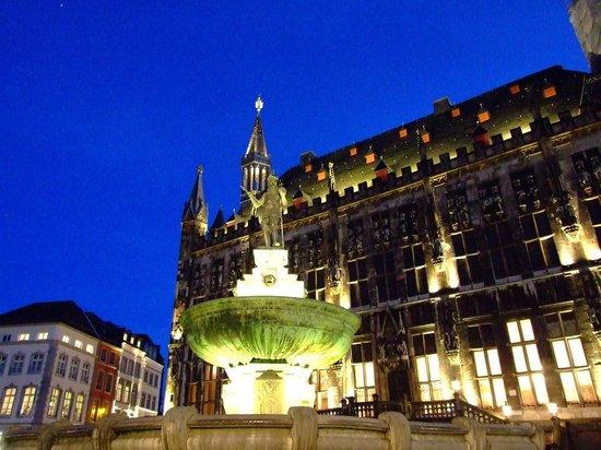 Zum goldenen Einhorn: Located in the old Market Square opposite the Town Hall.
