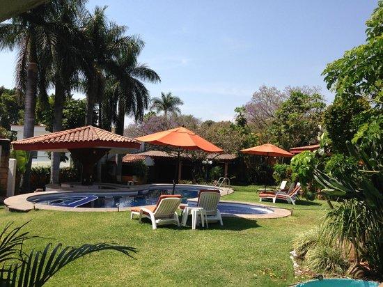 Jard n y alberca picture of aesthetic resort cuernavaca for Alberca y jardin