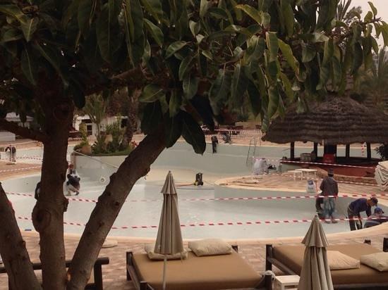 Hotel Riu Tikida Beach: pool closed for repairs