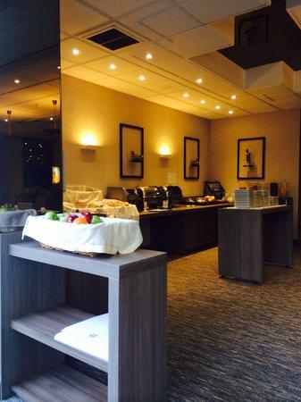 Hotel & Aparthotel Casteau Resort Mons : Nice breakfast