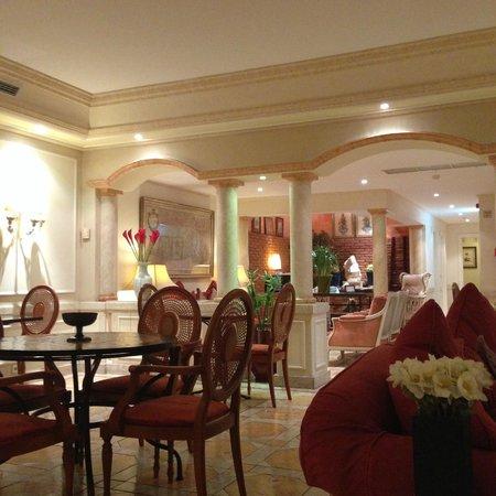 As Janelas Verdes: Breakfast room view