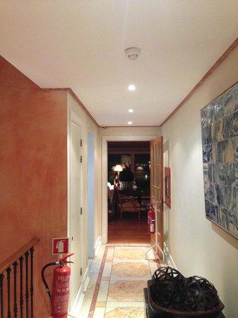 As Janelas Verdes: Corridor accessing the library