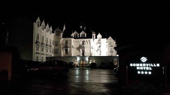 Somerville Hotel: Hotel at night