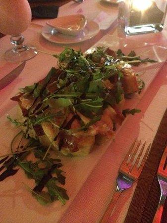 La Terrazza del Mare: Brie and pancetta bruschetta with rocket and balsamic vinegar