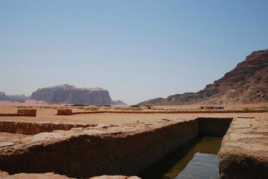 Wadi Rum Natural Wonder: rum desert