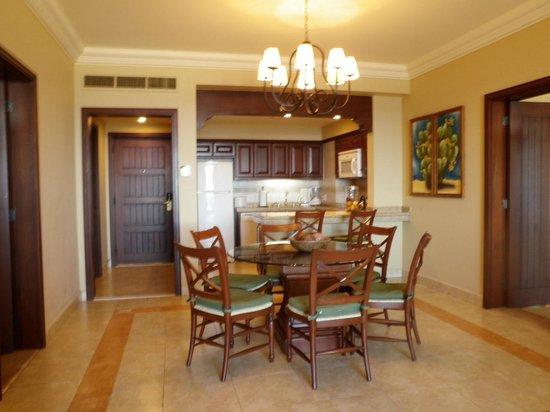 Pueblo Bonito Sunset Beach: dining room & kitchen